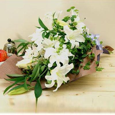 カサブランカとシンビジウムの白系花束 送料無料!
