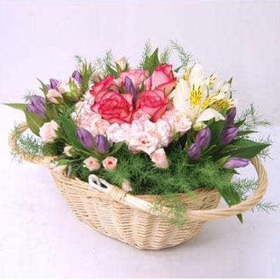 ピンクのリンドウが華やかさを演出するフラワーアレンジメント 送料無料!