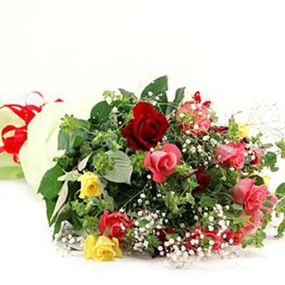 3色のバラとかすみ草でとっても華やか花束 送料無料!3