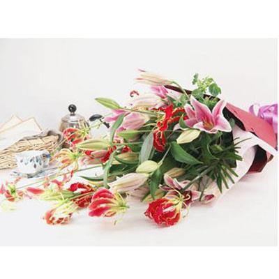 赤、ピンク系の洋花花束 送料無料!