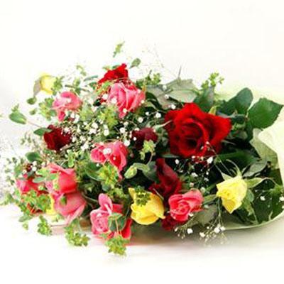 3色のバラとかすみ草でとっても華やか花束 送料無料!